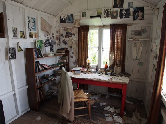 dylan thomas writing about laugharne barns